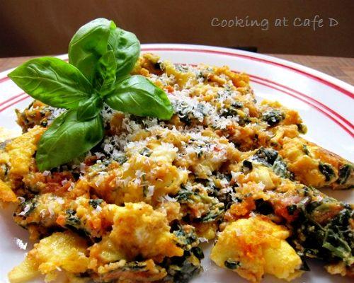 Uova spinaci e pomodori
