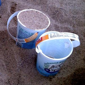 contenitore vuoto di yogurt riutilizzo