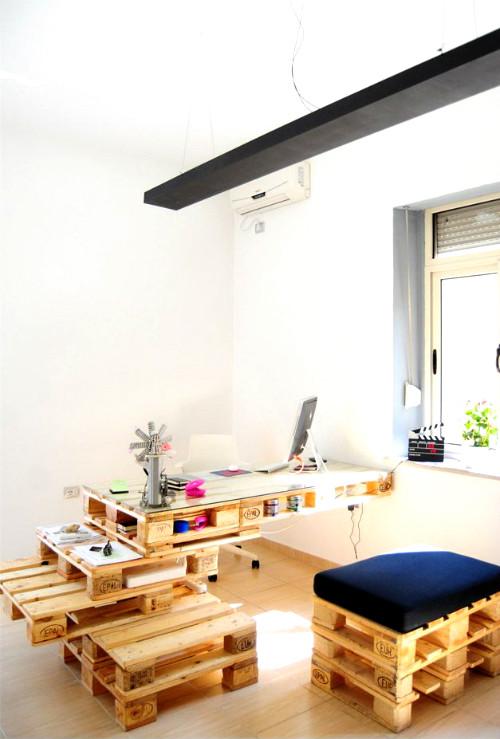 scrivania ufficio con bancali