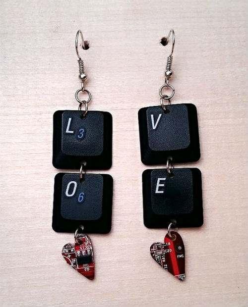 orecchini pulsanti tastiera