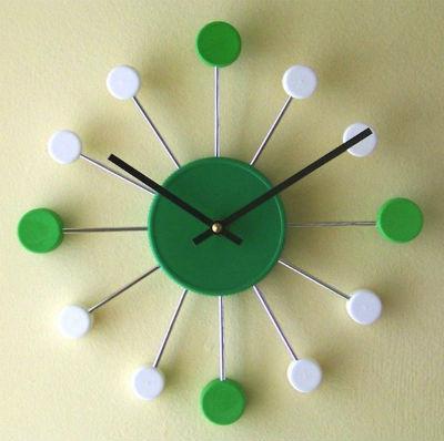 orologio con tappi plastica