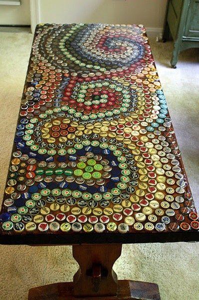 tavolo con tappi di plastica