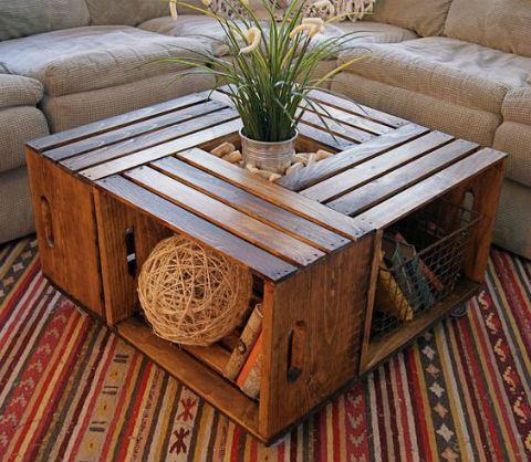 tavolo con cassette di legno riciclate